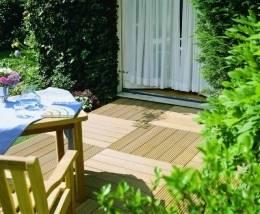 Garten Terrasse Anlegen Holz Dielen Beton Gartenzaun ...