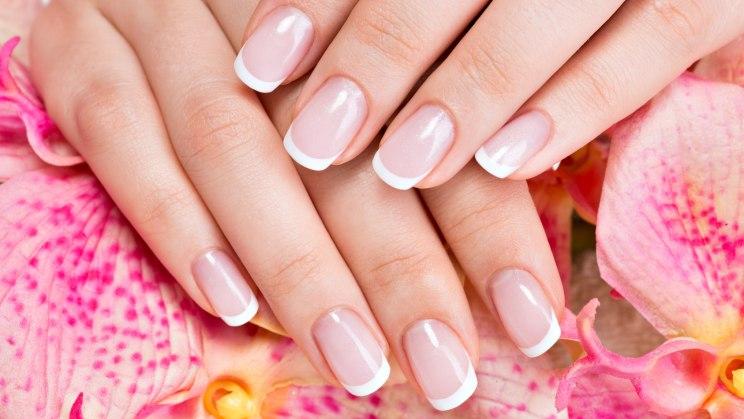 French Manicure-Hände