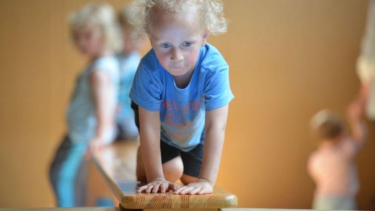 Kindeturnen fördert die Geschicklichkeit
