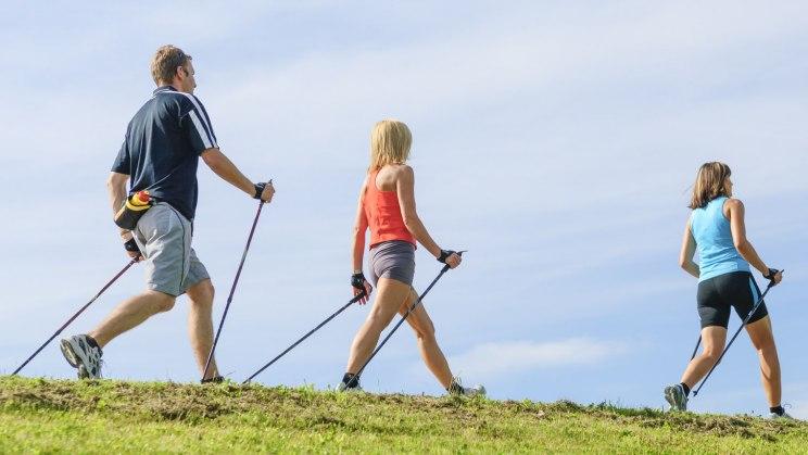 Nordic Walking als perfekter Einstieg für Fitnessmuffel