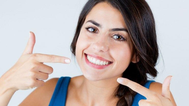Veneers kaschieren auch schiefe Zähne