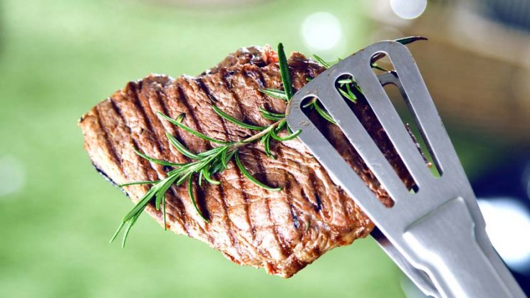 Gegrilltes Fleisch: Fleisch gilt als bester Eisenlieferant
