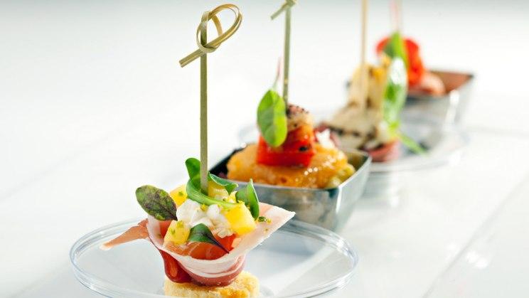Essen von kleinen Tellern hiflt beim Abnehmen