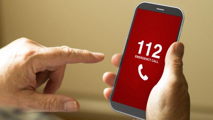 Telefon mi 112: Legen Sie bei einem Notruf nicht einfach auf!