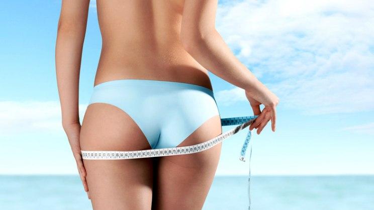 Frau mit schönem Po: Fast jede Frau hat Cellulite - auch schlanke Personen
