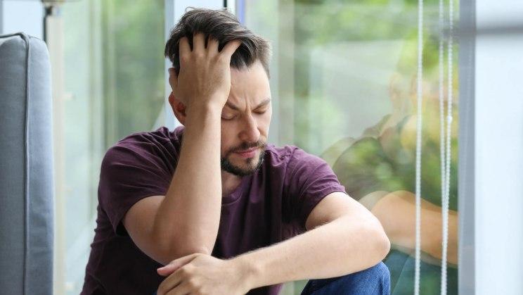 Stress bei Männern und Frauen können durch den Job oder da Privatleben ausgelöst werden.