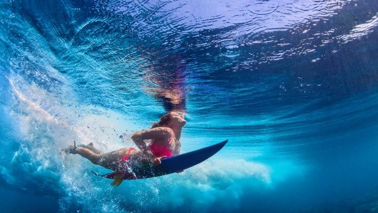 Surferin hat an alle Impfungen für ihre Reise nach Australien gedacht.