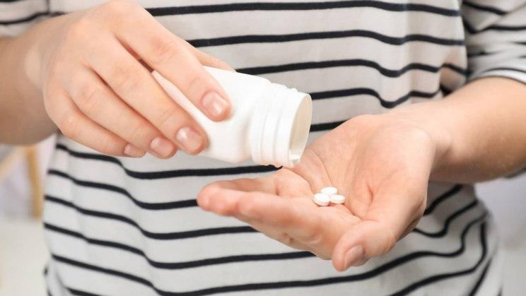 Bei dieser Frau könnte Scheidenpilz nach der Einnahme der Antibiotika auftreten.