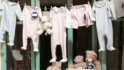 Erste Babyausstattung - von Stramplern bis Teddy