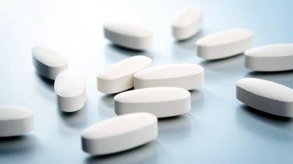 Weiße Pillen: Welches Schmerzmittel hilft bei Arthrose am besten?