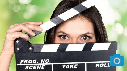 Frau mit Klappe vom Film: Bildergalerien von A-Z