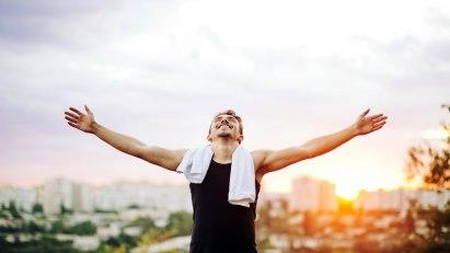 Mann nach dem Joggen: Sport tut Männern gut!