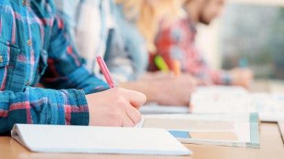 Es ist Prüfungszeit: Einige Prüfungstipps können für Entspannung am großen Tag sorgen.