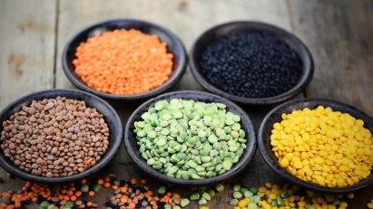Vegane Ernährung: Verschiedene Sorten von Linsen