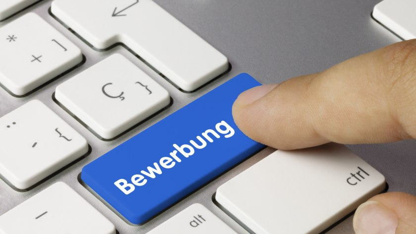 """Eine Tastatur, auf einer großen Taste steht """"Bewerbung"""""""